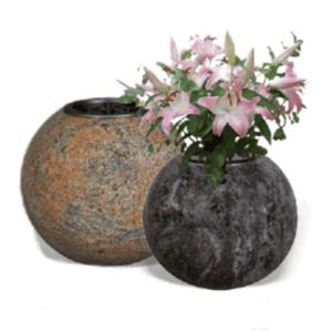 Vazen en schalen voor grafsteen
