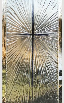 Glasmonument kruis