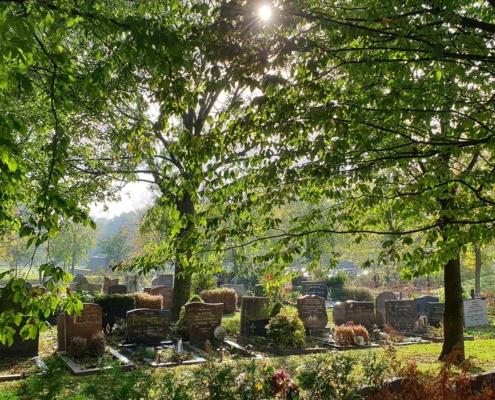 Grafstenen op de begraafplaats in Almere